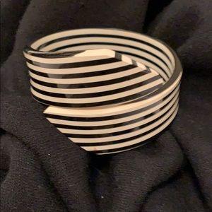 Jewelry - Vintage Lucite Bracelet